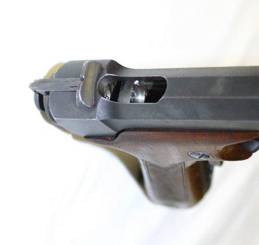 Итак, пистолет Хино Комуро