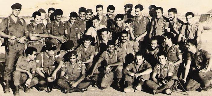 Первый выпуск спецназа военной разведки МАТКАЛЬ 1958г. Обратите внимания что часть бойцов имеют характерную восточную внешность, вторая часть бойцов с европейской внешностью. На этом фото и сам Арнан (стоит второй слева), также будущий премьер-министр Израиля Эхуд Барак - (сидит третий справа).