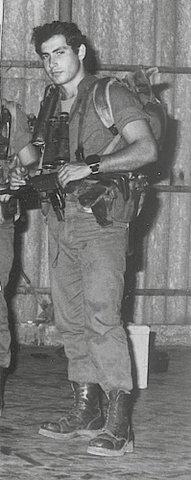 Биньямин Нетаниягу (младший брат Йонатана) боец МАТКАЛЬ, действующий премьер министр Израиля.