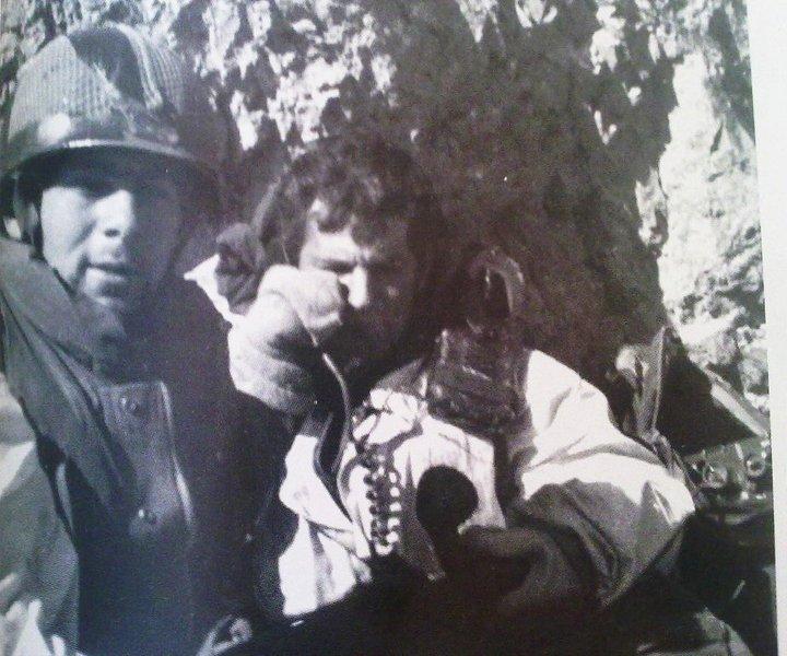 Амирам Левин (справа) - командир штурмового отряда взявшего вершину.