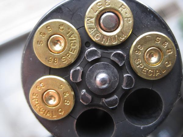 http://zbroya.info/storage/medias/2012/12/07/18/skipped_chamber_revolver_1.jpg