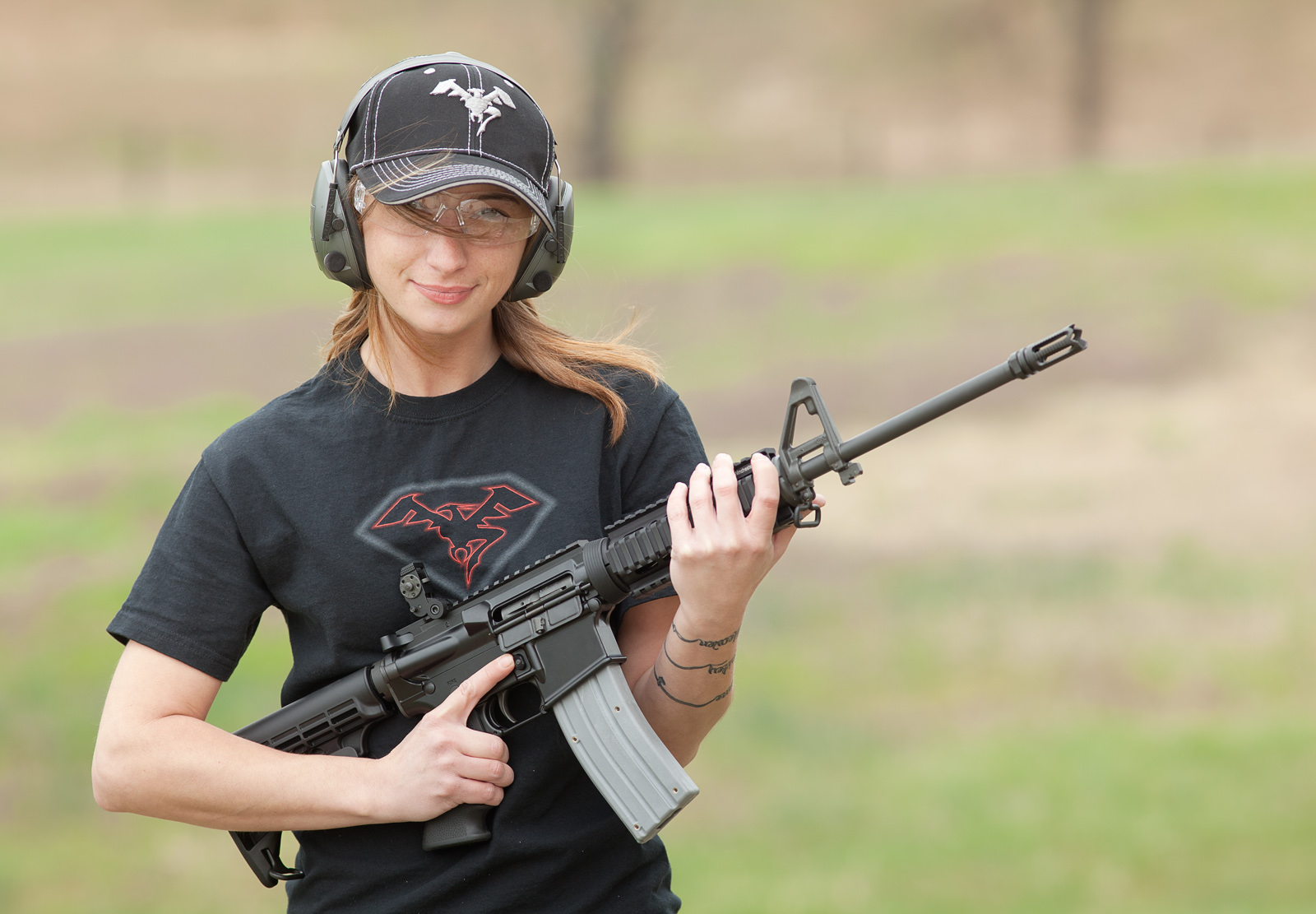 Девушка с AR-15