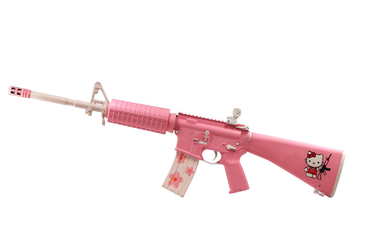 Встречаются даже симпатичные розовые винтовки с надписью Hello Kitty