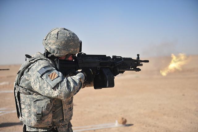 Инфракрасный сканер на рукоятке оружия будет распознавать владельца по отпечаткам пальцев
