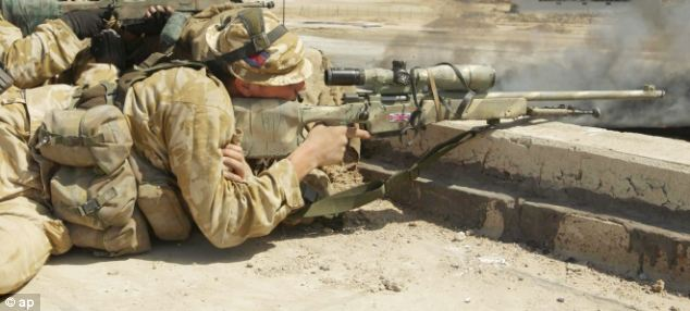 Британский снайпер на позиции