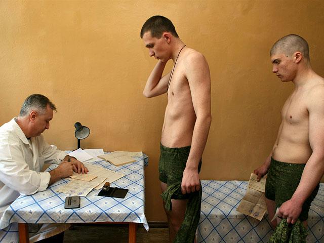 медосмотр солдат фото видео