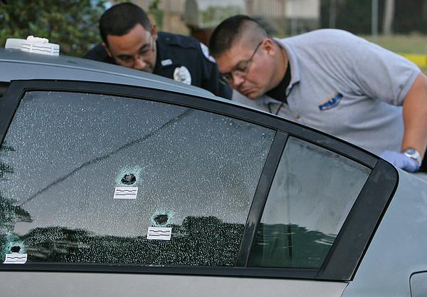На счету стрелка более 700 выстрелов по машинам
