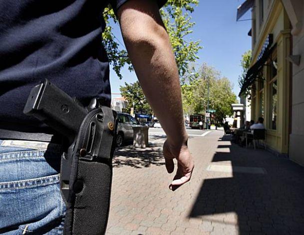 Открытое ношение огнестрельного оружия разрешено в большинстве штатов США