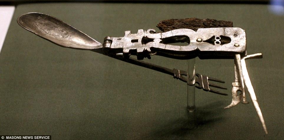Римский многофункциональный нож
