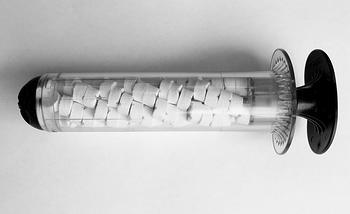 Аппликатор XStat-30 имеет телескопическую ручку. Это позволяет хранить аппликатор в сокращенном состоянии и обеспечить компактность.  Кончик аппликатора имеет клапан для предотвращения попадания жидкости внутрь, и минимизации риска преждевременного расширения губки.