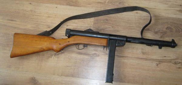 Автомат Hispano Suiza MP43-44 швейцарського виробництва все ще в арсеналі Ватикану, не зважаючи на використання більш сучасної зброї.