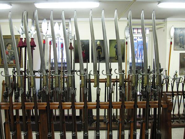 …ті самі гвинтівки Vetterli: модель зразка 1871 із багнетом бічного кріплення у формі ятагану M1867.