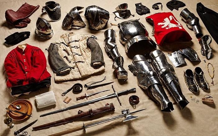 4. Рік 1485-й, важкоозброєний вершник Йоркіст, Битва при Босворті.
