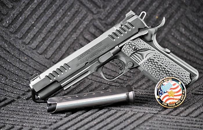 С дизайном этой модели компании Akai Custom Guns помог сержант Дакота Мейер, награжденный медалью за отвагу, а часть выручки за каждую проданную модель идет различным благотворительным организациям.