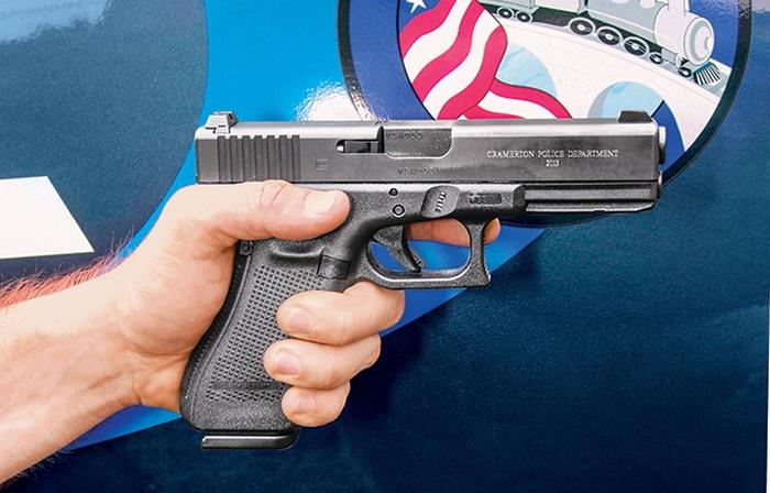 Полиция города Крамертон, штат Северная Каролина, использует Glock 22 с гравировкой