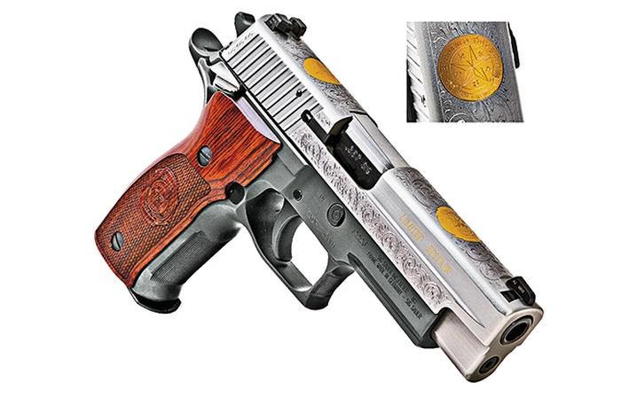 Гравировка от Sig доступна также в платиновом пакете, как у этой модели P226, выполненной для Техасского департамента госбезопасности.