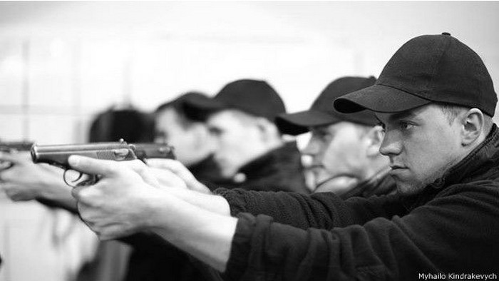 В реальних умовах застосовувати зброю поліцейські мають лише в крайніх випадках