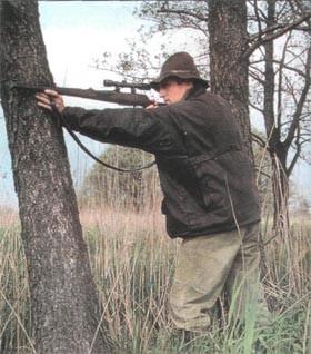 Стреляя из любого положения, нельзя прислонять ствол оружия к любому жесткому предмету.