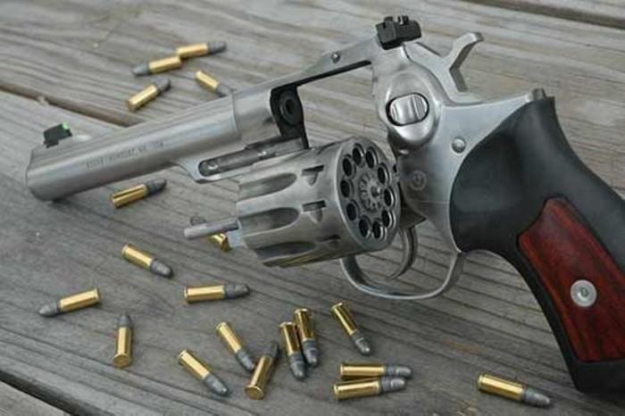 https://zbroya.info/storage/medias/2015/12/31/03/Ruger_GP100_Revolver.jpg