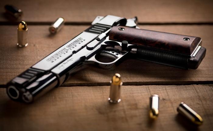 Пістолет, який до ювілею отримав президент Петро Порошенко