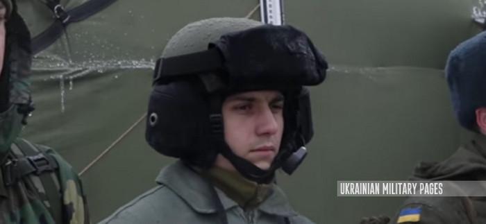 Національна гвардія тестує нові шоломи для танкових підрозділів
