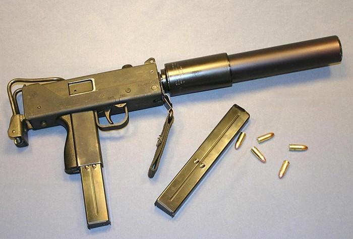Пистолет-пулемет MAC-10 Ingram с глушителем