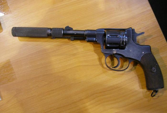 Револьвер Нагана с глушителем «Брамит»