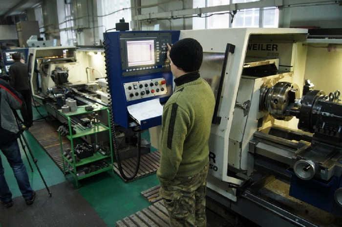 Наразі розглядається можливість виробництва боєприпасів калібрів від 100 до 155 мм на ДАХК