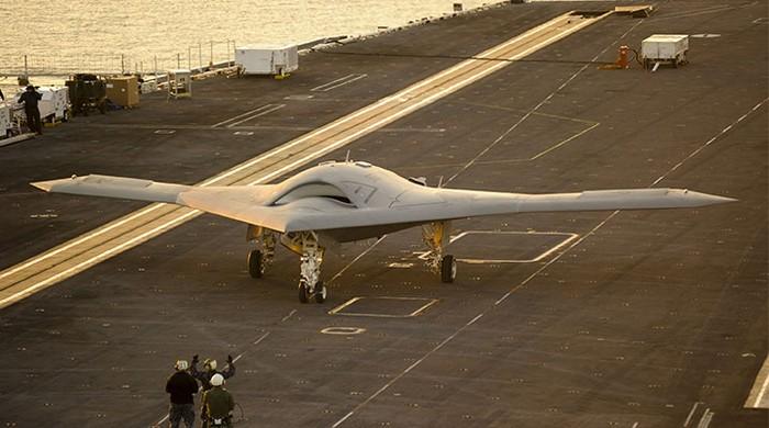 езпілотний бойовий літальний апарат X-47B (UCAS), розроблений Нортроп Груммен у співпраці з DARPA, часто називають «напівавтономним». (Надано Нортроп Груммен)