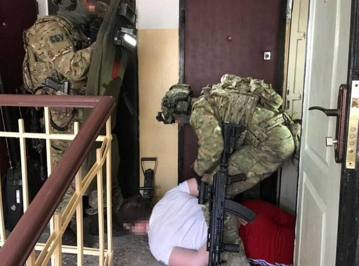 Співробітники СБУ затримали екс-бійця АТО, який торгував зброєю з Донбасу