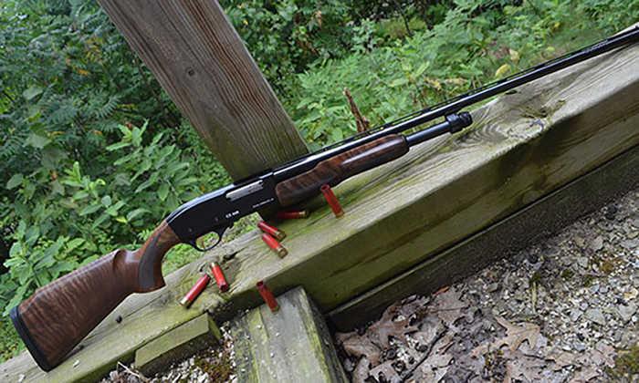Помпова рушниця стала класикою самооборони через простість поводження та ефективність.