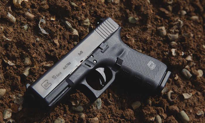 Такий пістолет як Glock 19 урізноманітнює перелік зброї для борони оселі.