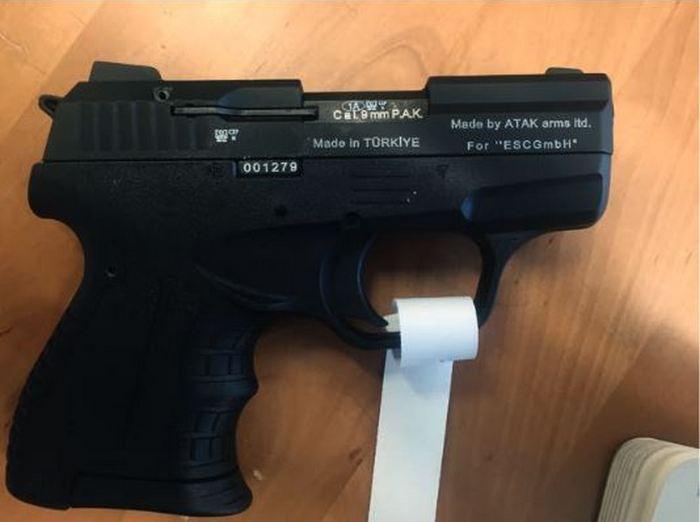 Конвертований стартовий пістолет Zoraki M906, вилучений в Іспанії.